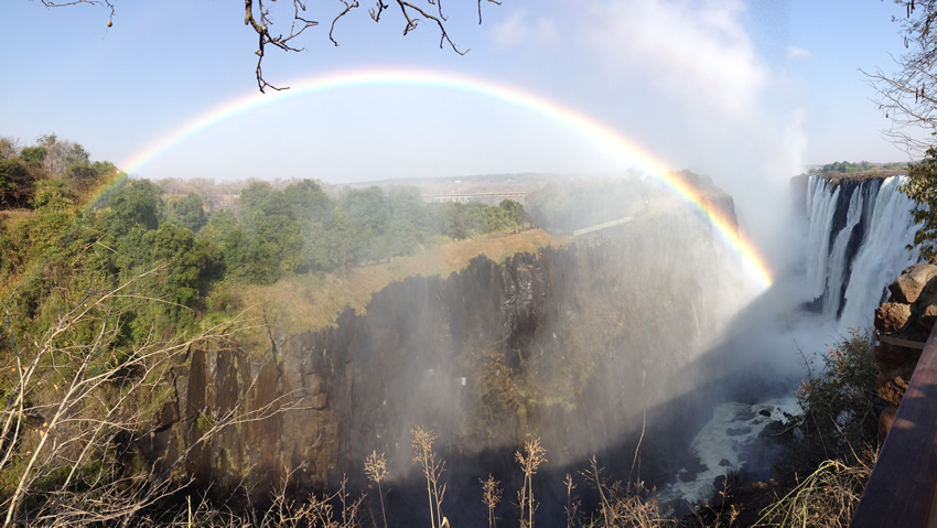 A rainbow over the Eastern Cataract of Victoria Falls / Mosi oa Tunya
