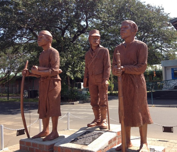 Statue of Chuma and Susi with David Livingstone
